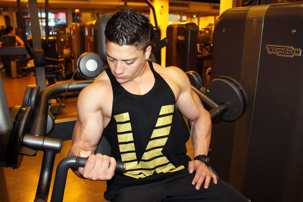 biceps à la machine